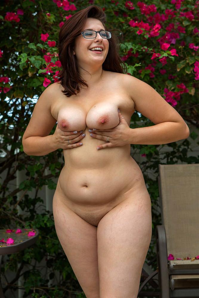 Curvy pics nude Real Nudist