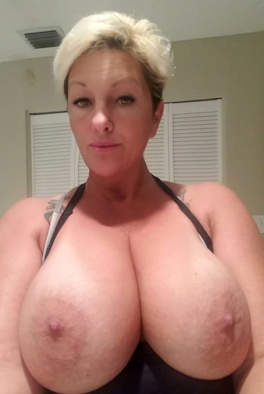 Busty moms pics