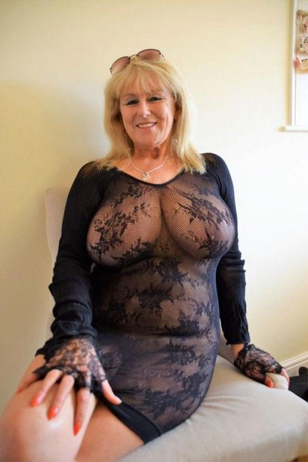 Milf porn pics busty Nude Milfs